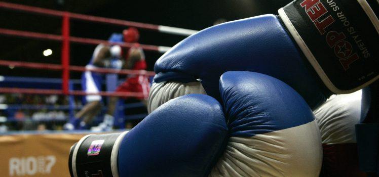 PAN158 - RIO DE JANEIRO (BRASIL), 20/07/07.- El boxeador estadounidense Demetrius Andrade (I) y John Jackson (D), de Islas Vírgenes, durante el combate por la categoría mediano de los XV Juegos Panamericanos Rio 2007 que se realizó hoy, 20 de julio de 2007, en el complejo deportivo de Riocentro, en Rio de Janeiro y que terminó a favor de EEUU. EFE/Orlando Barría